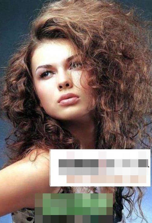 胖嘟嘟脸型的女生烟花烫,瞬间被她染出的棕头发颜色吸引,是款显露出图片