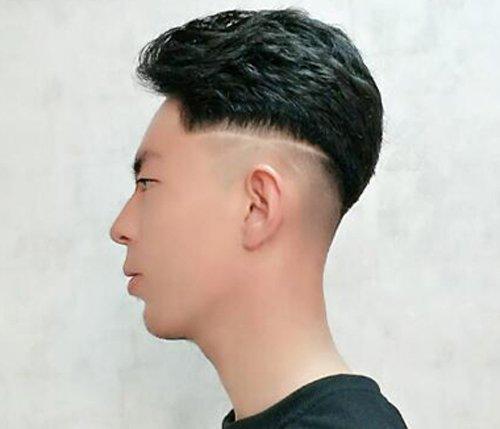 2019男生刻痕发型图案不要太复杂 侧边剃十字架图案简约又个性图片