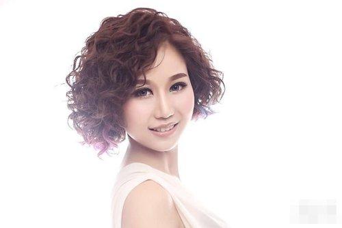 女生短头发烟花烫图片大赏析 成为你首选对象的女生卷
