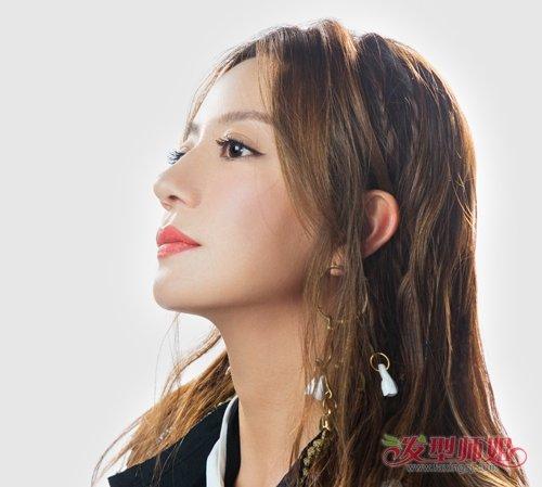 42岁赵薇迷上隐形编发瞬间年轻10+ 辫子隐藏在侧边低调优雅又被她美到了