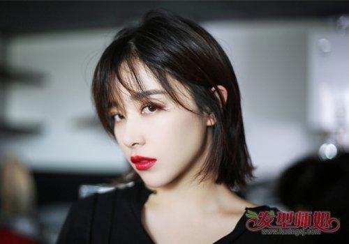 斜刘海中短 直发发型,显瘦效果非常棒的 女生短发发型,让你在视觉上瘦图片