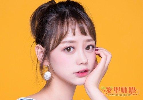 小姐姐将齐刘海剪短一丢丢 露出漂亮眉型 看着俏皮又个性
