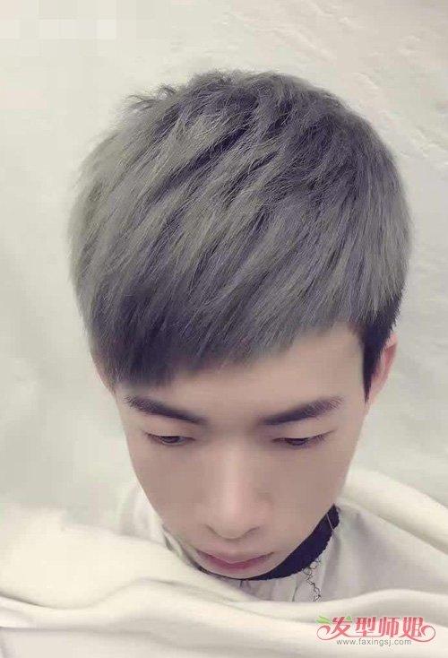 男生浅色发色_男生精剪出的斜刘海,给人带来独特魅力造型,染出的浅色头发,衬托肌肤