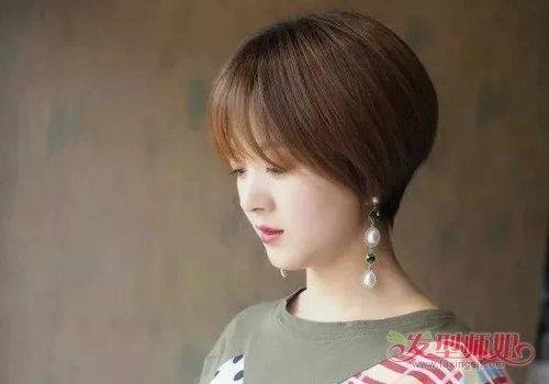 女生碎发刘海包头 直发发型,给后脑的头发做成两个层次,短发发型将发图片
