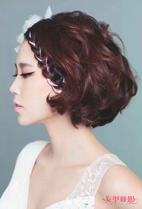 国外女生中短 编发,折射出高端时髦风范,染出的头发颜色部分更加迷人