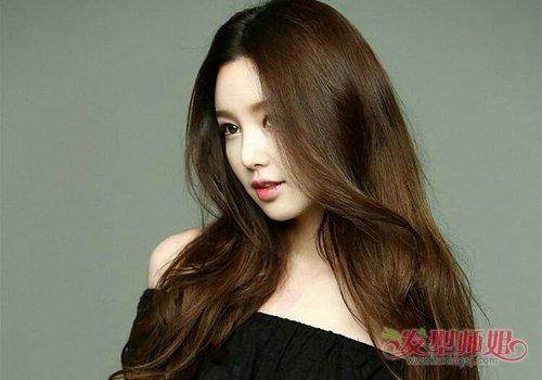 女生中分外翻卷长刘海长发发型图片