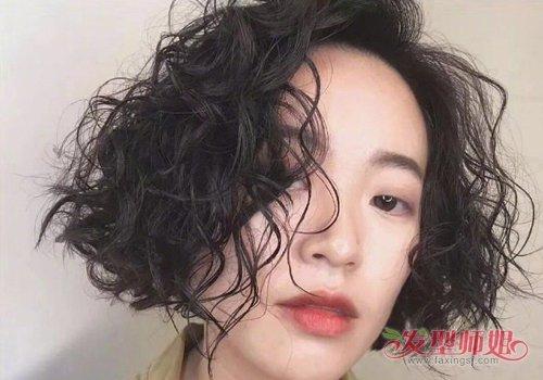 2019流行的女生短卷发图片 剪了短发别嫌麻烦做特例卷发更美图片