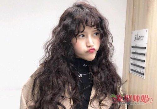 烫头发也能很萌很可爱 韩式女生蛋卷头长发发型最适合甜美小仙女
