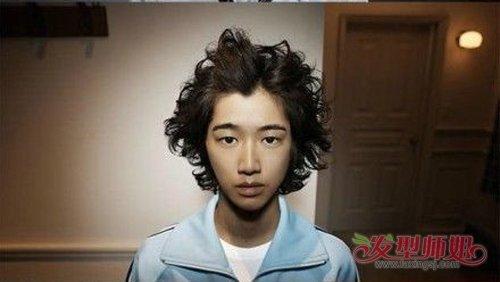头发干燥做后梳烫发就像是火神 有日系男生烫头方法再也不怕露额头