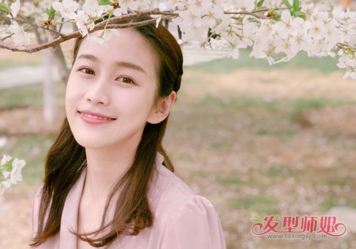 长发女生日常公主头扎法 淡雅温柔小仙女最简单时尚的扎发发型