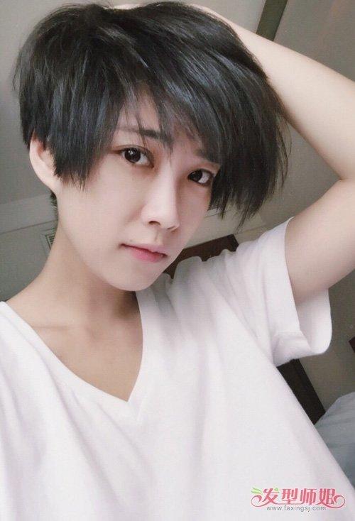 女生蓬松短头发侧分刘海发型打造图片