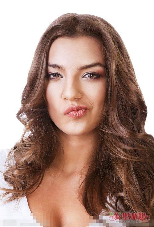染出清新灵动深棕色头发图片 女生扮萌修颜中长卷烫发入手方式