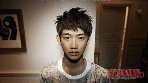 日系男生梳头爱加刘海搭配教程是帅气秘诀 男生贴额头刘海与发型结合方法N+1