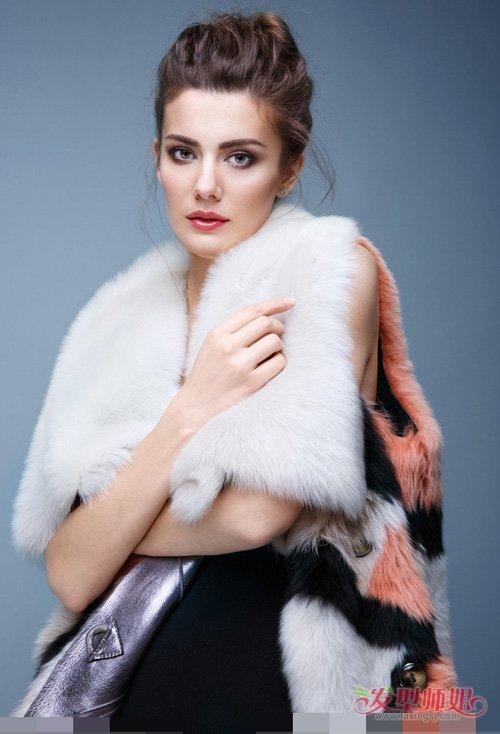 百变甜姐儿范扎盘发一招解决 享受冬日风光的女生扎发造型