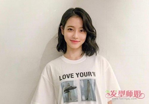 试试2019女生不过肩烫发 款式新颖又显年轻  年轻漂亮的女生头发长到图片