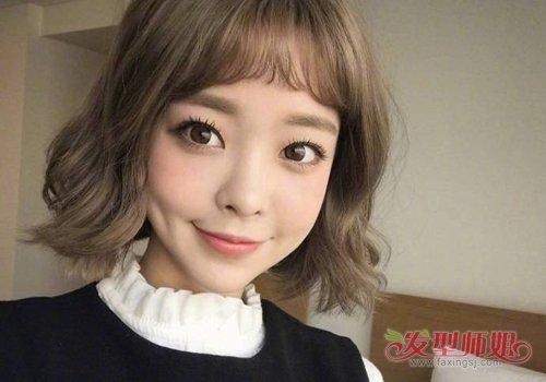 2019年女生露眉齐刘海内扣短发发型,简直就是美萌少女短发的不二之选.