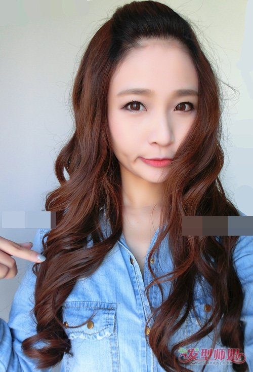 韩式卷头发平添几分女人味儿 最新卷烫发美丽张扬更吸眼发型图片