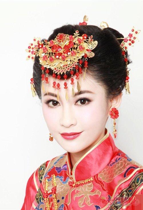 即将成为新娘的大方脸女生,应该会对中式复古扎 盘发有兴趣,极力为你图片