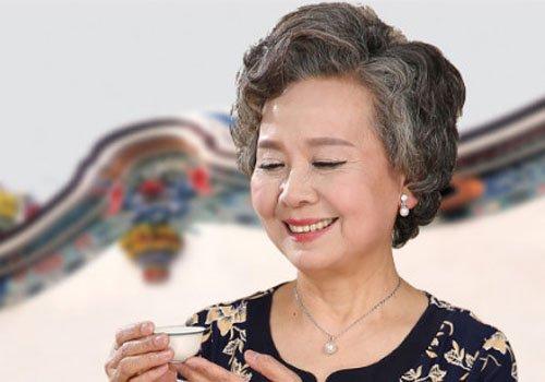 成熟中老年发型图片以短发居上  2019-01-29 21:00来源:发型师姐编辑图片