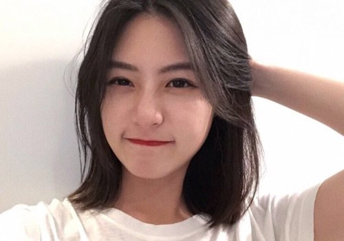 剪中长发能稳妥可拉直还能美美的吗 女生中长发直发发型图片也在翻新图片