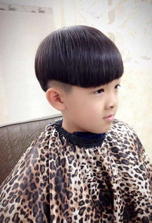 小男孩可爱时尚锅盖头发型图片 男童最新短头发炫出乖