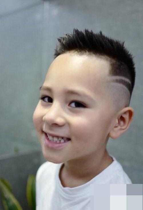 儿童适合剪出的短头发发型图 小男孩剃个性帅气短发造型大全