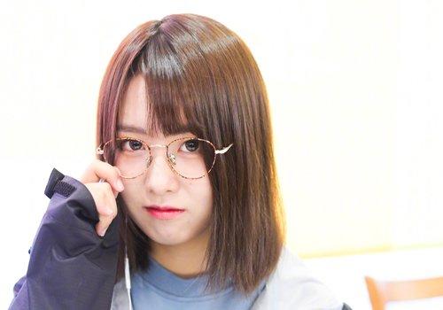 大脸女生直刘海齐肩直发发型图片
