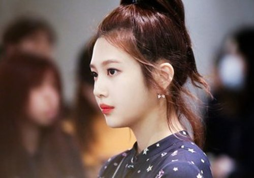 女生无刘海高扎马尾辫发型图片