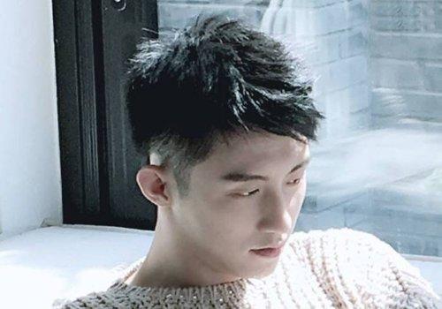 男生剃鬓角前梳子弹头发型图片
