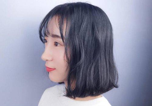 女生黑色空气刘海短发发型图片