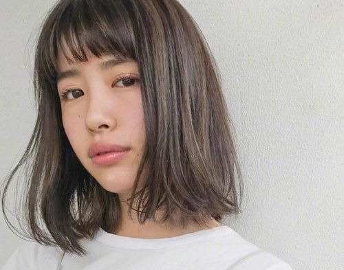 圆脸女生齐刘海及肩短发发型