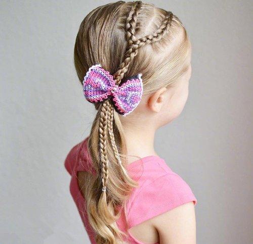 女童编发无蝴蝶结不精致 蝴蝶结搭配的 小女孩发型设计,头型梳成不