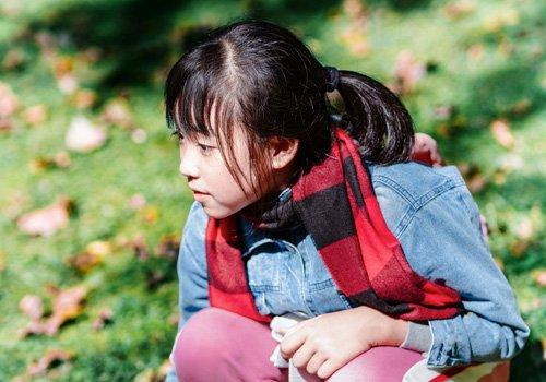 12岁女生怎么做发型超萌超简单 校园女生发型做法别紧张随意些更好