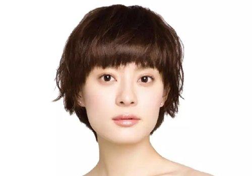 方形脸女孩适合剪什么样发型修颜 学生头可不是学生才能剪得发型图片