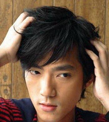 秋季文艺潮男怎么打理帽子发型 实用好学男生吹发型技巧教程帮你