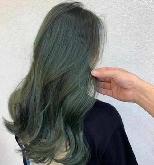 30岁的你如果觉得自己不够白的话,那么小编建议你冬季把头发全部染成