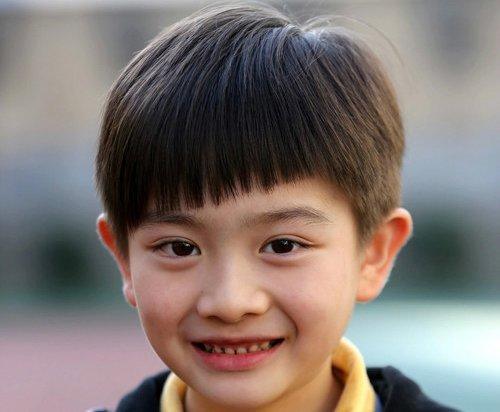 回归学生时代的漫画刘海,比空气刘海稍微厚一点,!这个短发发型.