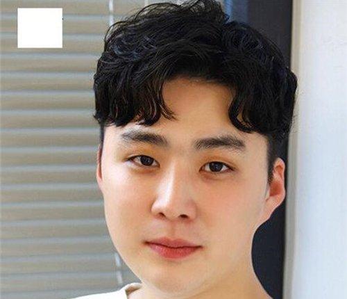 高个子男生长了圆脸做什么发型显脸瘦 男生适合什么发型也要看脸的
