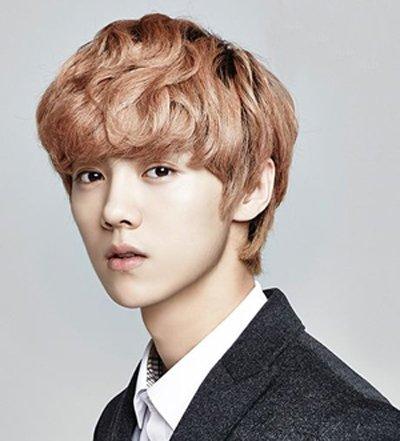 皮肤黑的倒三角男生适合什么发型 适合倒三角脸型的男生的发型