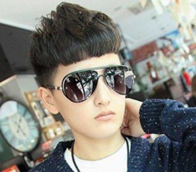 男孩中长发型 三寸长的男学生发型