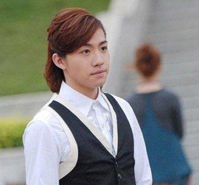 17年男中长发型 男生长头发发型