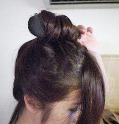 如何盘头发蓬松花苞头 学盘蓬松花苞头发步骤图片