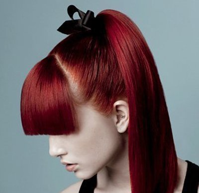 染酒红色头发显老吗 女生染酒红色头发怎么样