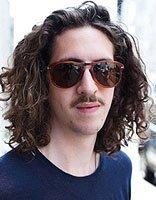 男生微长头发理什么发型 男子头发长留什么发型
