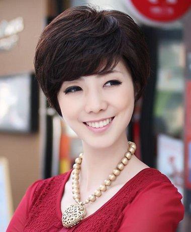 中年女人短发烫发 中年妇女微烫短发发型