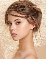 头发少的新娘子适合什么盘发 新娘盘头发的方法