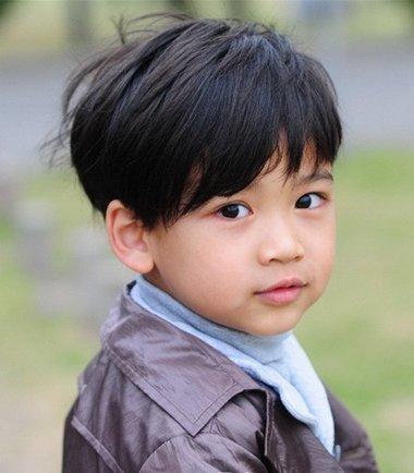 男宝宝最新发型设计,适合小脸的可爱男童发型,年龄不同,发型也会随之