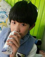 男学生刘海清爽的发型 中学生平刘海帅气发型