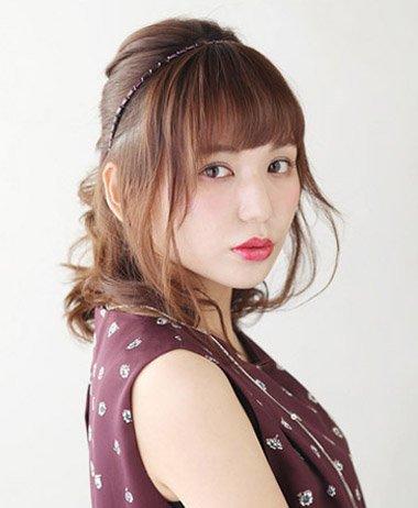 35岁女人扎头发与刘海教程 直刘海的简单发型扎法图片