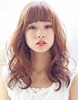 头发少齐刘海长脸适合烫什么样的发型 长脸头发少发型